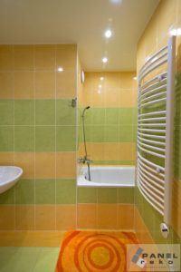 Barevná koupelna v paneláku - žlutá a zelená
