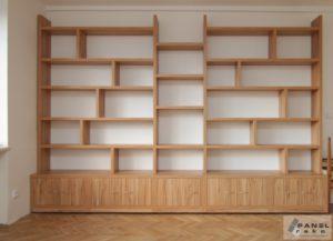 Nová skříň v obyváku přes celou zeď