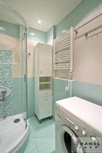 Světle modré bytové jádro - koupelna