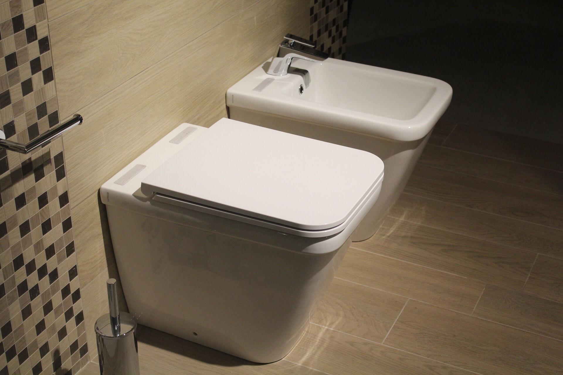 Závěsné WC – ano či ne v souvislosti s přístupem ke stoupačkám